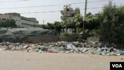 کراچی کا علاقہ کورنگی جہاں اب بھی مختلف مقامات پر کچرے کے ڈھیر موجود ہیں۔