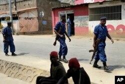 Policemen patrol the Musaga district of Bujumbura, Burundi, July 20, 2015.