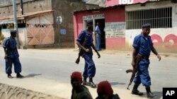 Des policiers en patrouille à Bujumbura