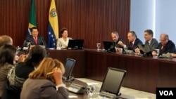 Chávez y Rousseff dialogan sobre el comercio bilateral, que superó los $4.600 millones de dólares en 2010 con un saldo favorable a Brasil.