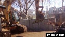 Rušenje zida u severnoj Mitrovici