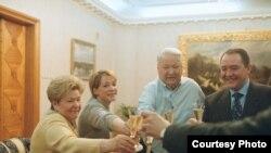 """Кадр из фильма Виталя Манского """"Свидетели Путина"""""""