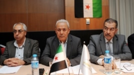 Leaders of the exiled Syrian National Council (SNC), Muhammet Faruq Tayfur (R), Burhan Ghalioun (C) and Abdel Basset Sayda (L), wait before the start of a meeting in Istanbul to pick a new leader after the resignation of Ghalioun last month to avert divis