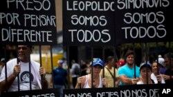 Leopoldo López asegura que está preso por pensar diferente al gobierno del presidente Nicolás Maduro.