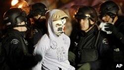 Εκκενώθηκαν κατασκηνώσεις διαδηλωτών σε Λος Άντζελες και Φιλαδέλφεια
