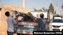 Місцеві мешканці евакуюються через зіткнення на кордоні Туреччини та Сирії