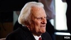 Billy Graham, de 92 años, ha sido uno de los más populares consejeros de varios presidentes a partir de Eisenhower en la década de 1950, hasta la familia Bush.