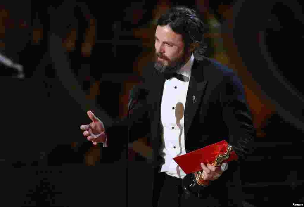 """کیسی افلیک کو فلم """"مانچسٹر بائی دا سی"""" میں ان کی اداکاری پر بہترین اداکار ایوارڈ سے نوازا گیا۔"""