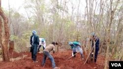 Exumação de corpos em Murrupula, Nampula