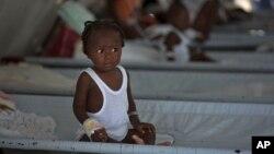 Dete obolelo od kolere na Haitiju (arhivski snimak)