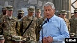 چک هیگل، وزیر دفاع ایالات متحده حین دیدار با سربازان امریکایی در ننگرهار