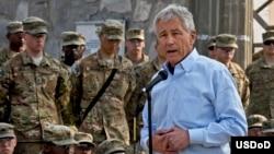 Menhan AS, Chuck Hagel mengunjungi tentara AS di Afghanistan (9/3). Tentara AS di Afghanistan menjadi target rencana serangan al-Qaida.