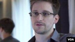 Edward Snowden (foto:dok) mendapat tawaran untuk berbicara kepada pejabat Jerman mengenai apa yang ia ketahui terkait program pengintaian AS termasuk dugaan pemantauan ponsel Kanselir Jerman.