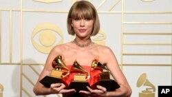 ၂၀၁၆ ဂရမ္မီ ဂီတဆုခ်ီးျမွင့္ပြဲမွာ Taylor Swift က 1989 ေတးဓါတ္ျပားနဲ႔ အေကာင္းဆံုး Pop ေတးဓာတ္ျပားဆုေတြ ရရွိ