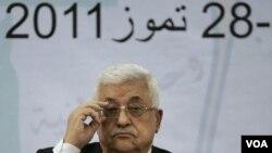 Presiden Palestina Mahmoud Abbas dalam pertemuan dengan para anggota dewan Palestina di Ramallah (27/7).
