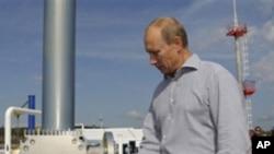 普京总理参加俄中石油管道俄罗斯段的开通仪式 2010年8月29日