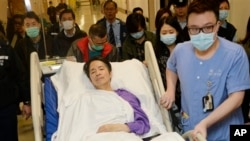 Mantan pemimpin redaksi suratkabar Ming Pao, Kevin Lau, dipindahkan ke bangsal privat di rumah sakit Hong Kong (1/3).