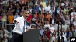 Obama dijo en Miami que Romney se ha maquillado tanto que se ha transformado en el que no es.