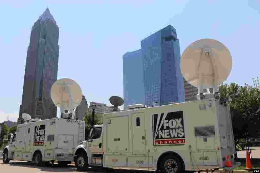 خبرگزاری و تلویزیون های بزرگ در حال پوشش خبری کنوانسیون ملی جمهوریخواهان هستند.
