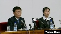 탈북해서 한국에 정착했다가 다시 북한으로 재입북한 김광혁(왼쪽), 고정남 부부. 8일 북한 관영 조선중앙TV가 이들의 기자회견 장면을 보도했다.