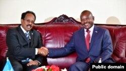 Rais Mohamed Abdullahi Mohamed na Rais Pierre Nkurunziza.