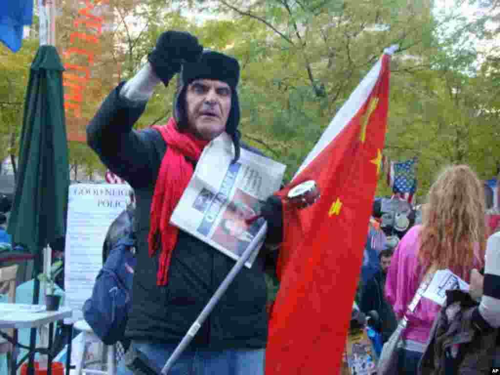 美國人用五星紅旗來示威