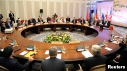 2013年4月5日,美国、俄罗斯、中国、法国、英国和德国的代表开始在哈萨克斯坦的阿拉木图展开会谈。