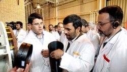 محمود احمدی نژاد در مرکز غنی سازی اورانیوم در نطنز
