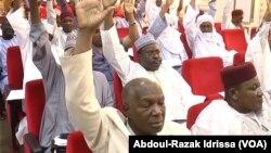 L'Assemblée nationale mène l'enquête sur un détournement de fonds de l'ancien chef de cabinet du président à Niamey, Niger, le 19 mars 2017. (VOA/Abdoul-Razak Idrissa)