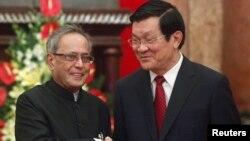 印度總統慕克吉(左)和越南國家主席張晉創(右)9月15 日子河內會面。