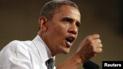 El presidente Obama habló anoche con los presidentes de Libia y Egipto para pedir colaboración a sus gobiernos ante la crisis en el Medio Oriente. Este jueves realizó un acto de campaña en Las Vegas.