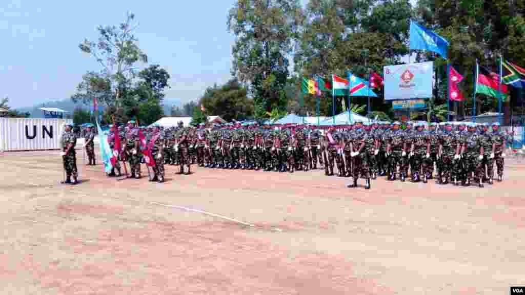 Kikosi cha Nepal kikiwa katika gwaride kabla ya sherehe za kupewa medali kwa kazi wanayofanya Beni, DRC