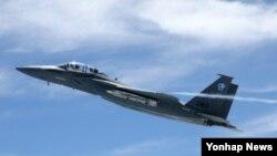 지난 2010년 7월 미국 미주리주 램버트-세인트루이스 국제공항에서 F-15SE 시제기가 첫 비행을 하는 모습. (자료사진)