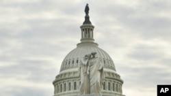 Le monument de la Paix, photographié devant le Capitole à Washington le 22 janvier 2018.