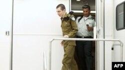 İsrailli əsgər Gilad Şalit azad edildikdən sonra vətəninə qayıdıb