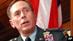 Генералот Дејвид Петреус на распит во Конгресот