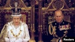 Britaniya kraliçası İkinci Yelizaveta və şahzadə Filip