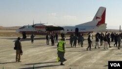 میدان هوایی غزنی درحدود ۱۴کیلو متری جنوب شرق مرکز شهر غزنی موقعیت دارد.