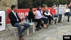 """Učesnici debate """"Podrška akademske zajednice bojkotu izbora"""" u organizaciji Građanskog otpora"""