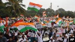 Aksi unjuk rasa di Bangalore, India, 23 Desember 2019. (AP Photo/Aijaz Rahi)