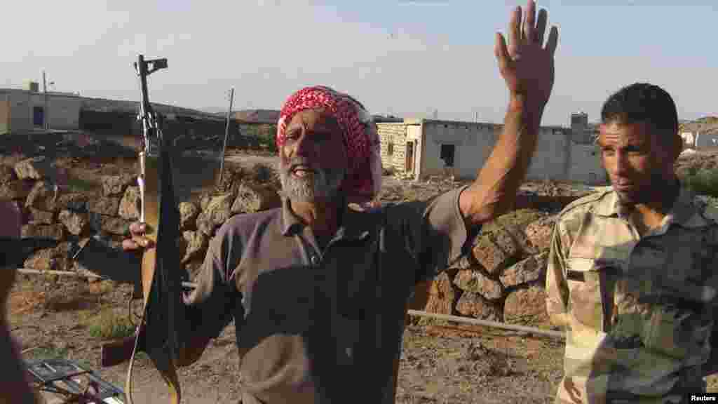 თავისუფალი სირიის არმიის მებრძოლი ალეპოში, 11 ოქტომბერი, 2012