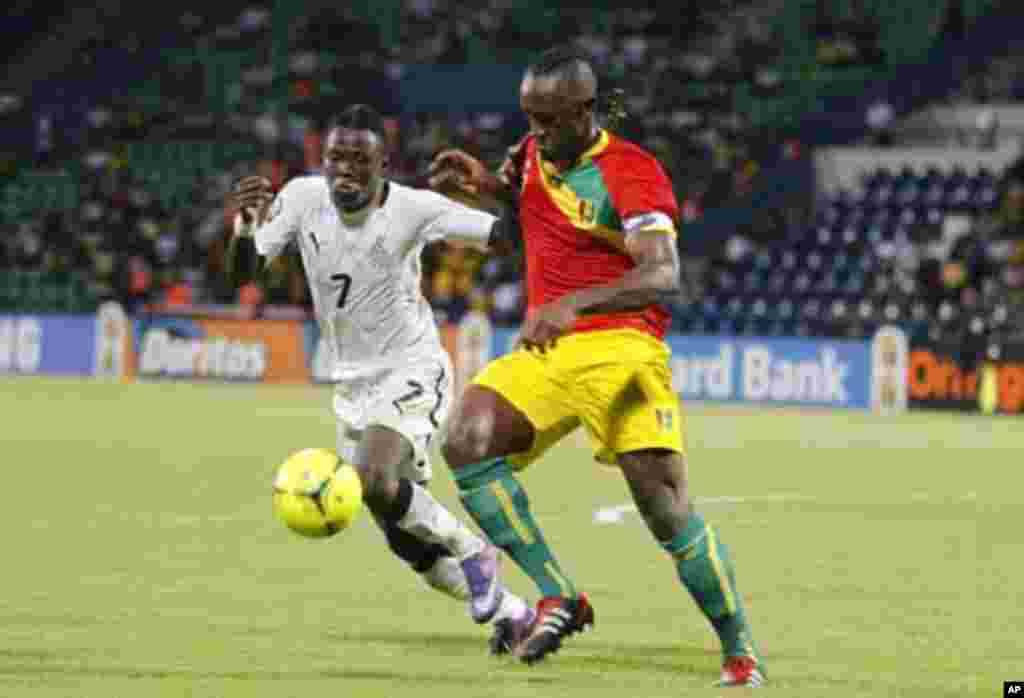 Guinea's Zayatte Kamil (R) challenges Inkoom Samuel of Ghana during their African Cup of Nations Group D soccer match at Franceville stadium February 1, 2012.