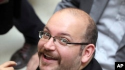 Jason Rezaian, koresponden Washington Post Amerika yang juga warga Iran di Teheran, 11 April 2013. (AP Photo/Vahid Salemi, File)