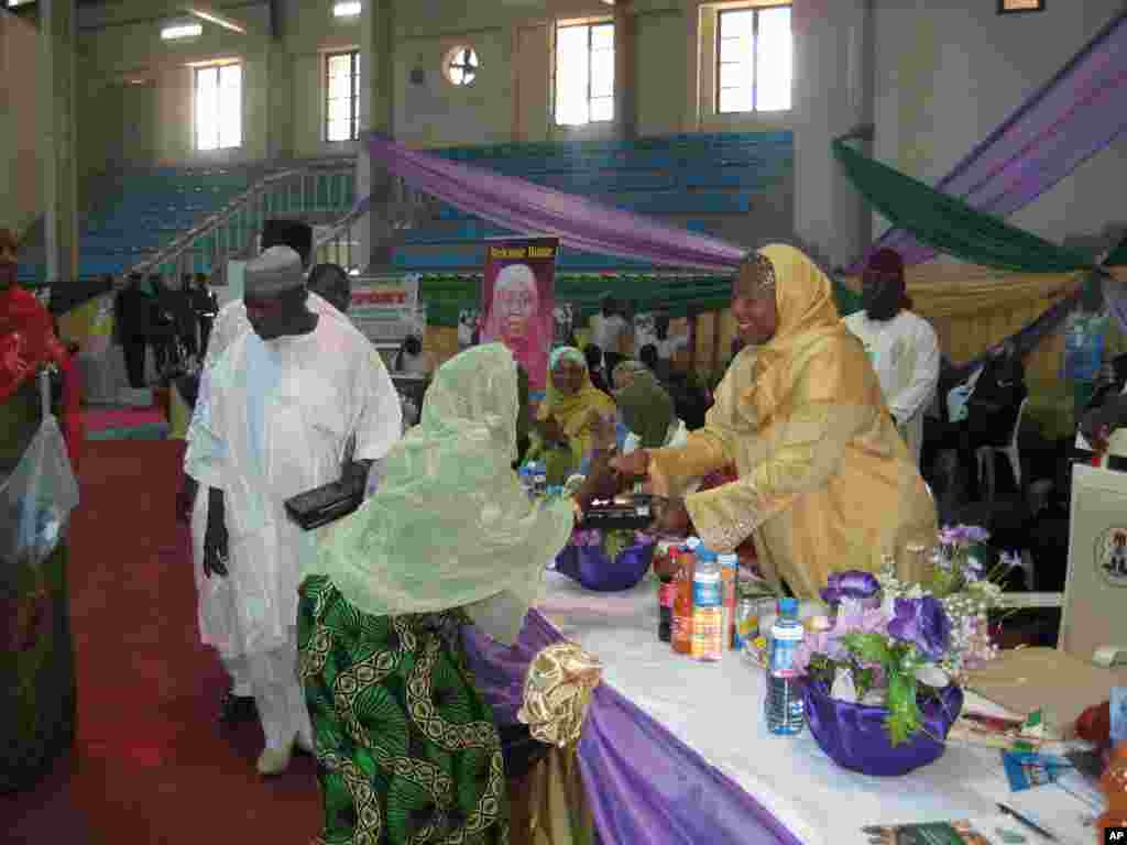 Her Excellency, Hajia Amina N Sambo presenting the radio set to one of the winners.