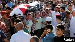 2016年6月2日约旦军人和亲属为袭击死难者举行葬礼