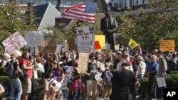 تعویق پاکسازی یک پارک نیویارک به خاطر موجودیت مظاهره کنندگان