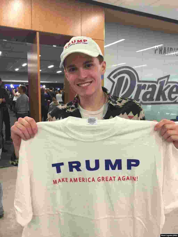 این جوان هم حامی ترامپ است.