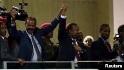 厄立特里亚总统阿费沃尔基和塞俄比亚总理艾哈迈德2018年7月15日一起在亚的斯亚贝巴一起观看一个音乐会