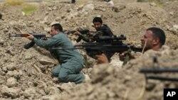 Fuerzas kurdas conocidas como Peshmerga buscan expulsar a los extremistas de Estado Islámico.