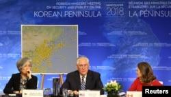 (左起)韩国外交部长康京和,美国国务卿蒂勒森和加拿大外交部长克里斯蒂安·弗里兰出席温哥华朝鲜半岛安全与稳定问题外长会议(2018年1月16日)